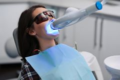 Zähne aufhellen: Bleeching beim Zahnarzt