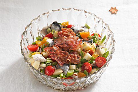 Heringssalat mit Tomaten und Speck