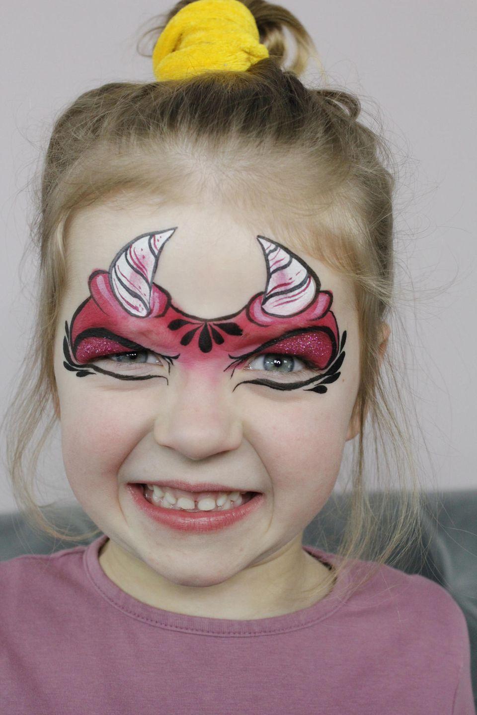 Teufel schminken: Feinheiten ausarbeiten