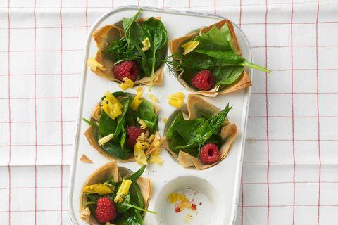 Filo-Schalen mit Kräutersalat