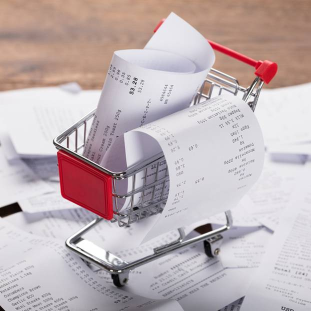 Thermopapier entsorgen: Viele Belege in einem kleinen Einkaufswagen