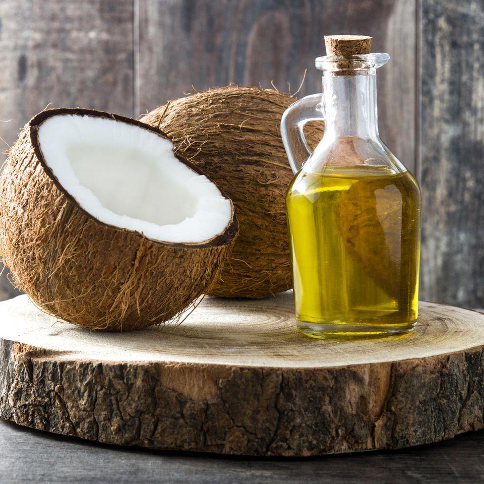 Kokosöl: Kokosöl in der Flasche