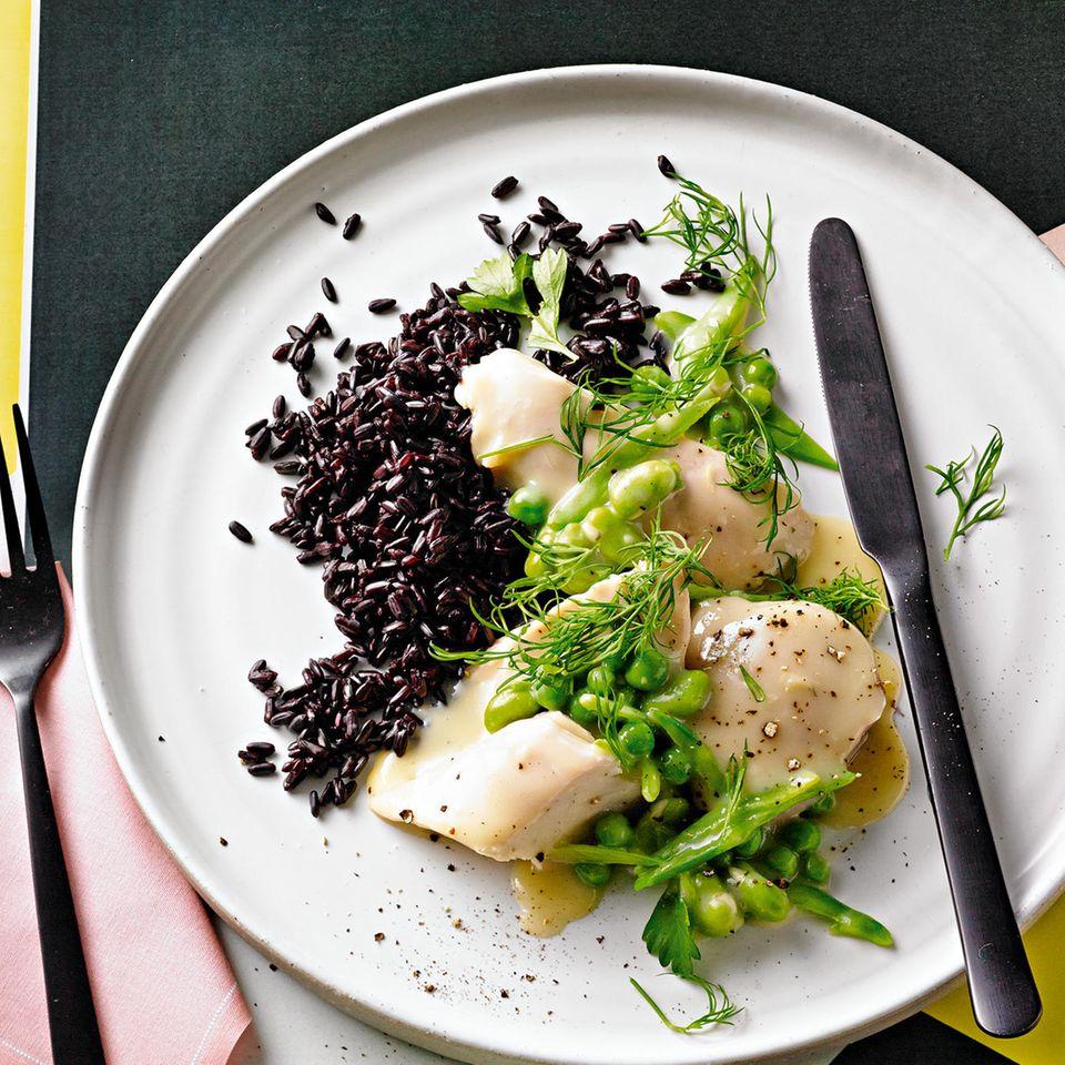 Hühnerfrikassee mit schwarzem Reis