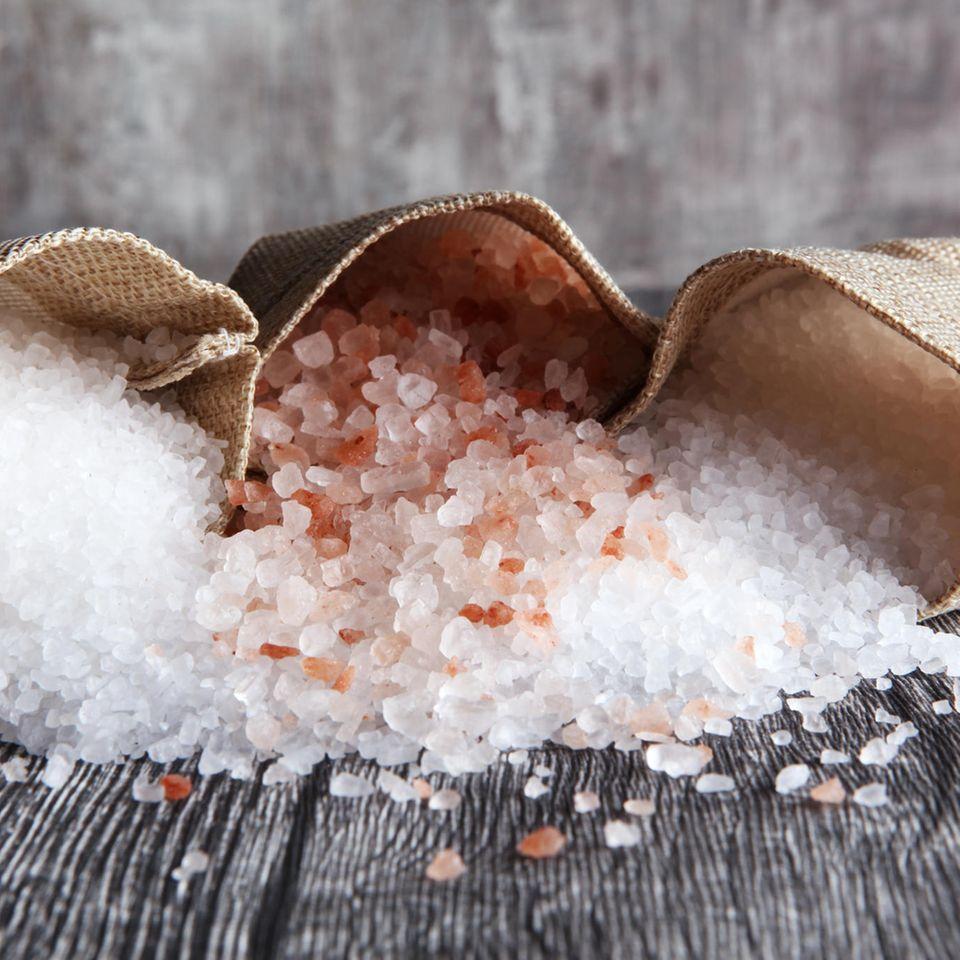 Verschiedene Salze in Beuteln