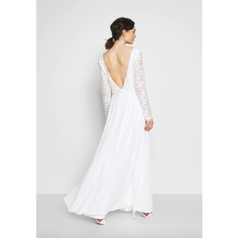 Hochzeitskleid mit Rückenausschnitt