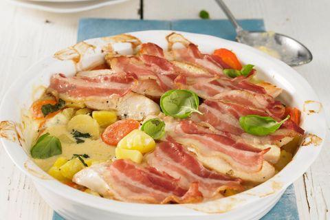 Gemüse-Auflauf mit Bacon und Hähnchenfleisch