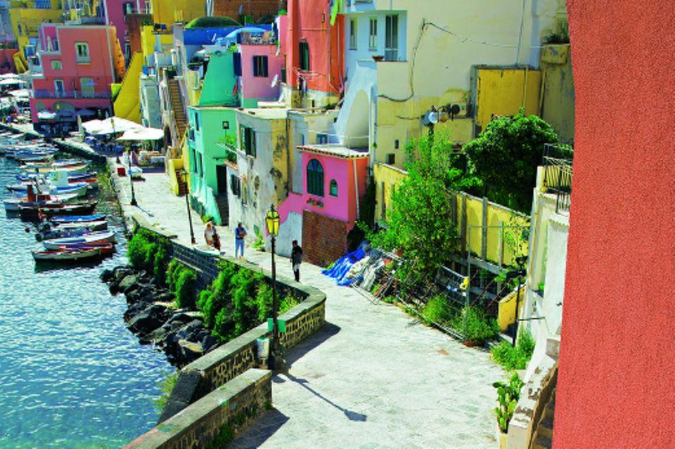 Le Isole: So schön sind Neapel, Capri und Co.: Procida am Mittelmeer