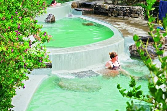 Le Isole: So schön sind Neapel, Capri und Co.: heiße Quelle Negombo