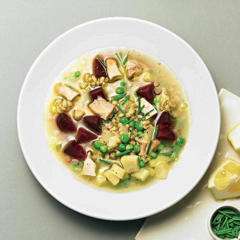 Hühnersuppe mit Graupen und Gemüse