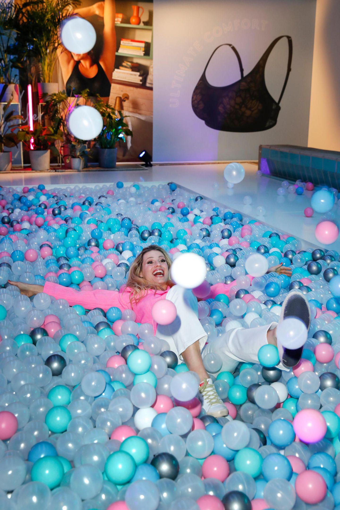 Promi-Events: Michelle Hunziker im Bällebad