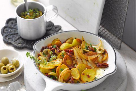 Bratkartoffeln mit getrockneten Tomaten