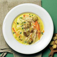 Hähnchen-Cremesuppe mit Senf-Croûtons