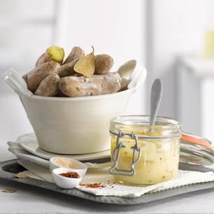 Salz-Hörnchen mit Chili-Aioli