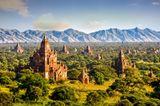 Pagoden und Tempel im Wald von Burma