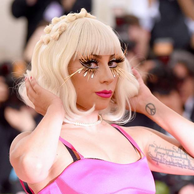 Stars ohne Make-up: Lady Gaga posiert