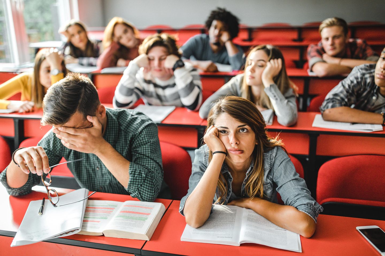 Mal einen Witz reißen: Gelangweilte Schüler