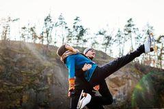Einmal Blamage auf Eis bitte? Eiskunstlauf Ü35: Mann hebt Frau auf Schlittschuhen hoch