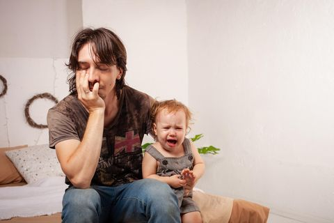 Schockierter Vater: Stillen tut weh