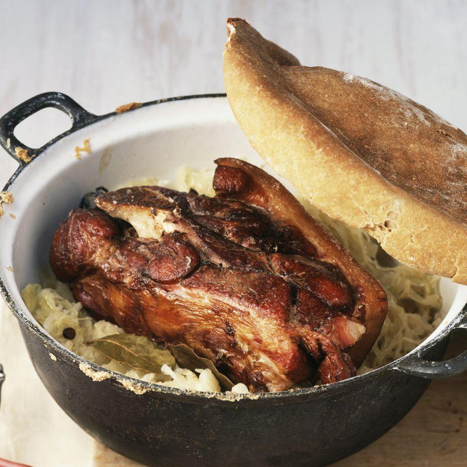 Schäufele - Schweineschulter auf Sauerkraut