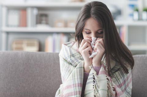 BRIGITTE Expertentalk: Erkältete Frau
