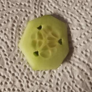 Was sind das für Löcher in der Gurke?