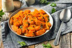 Möhren kochen: Gekochte Möhren auf einem Teller