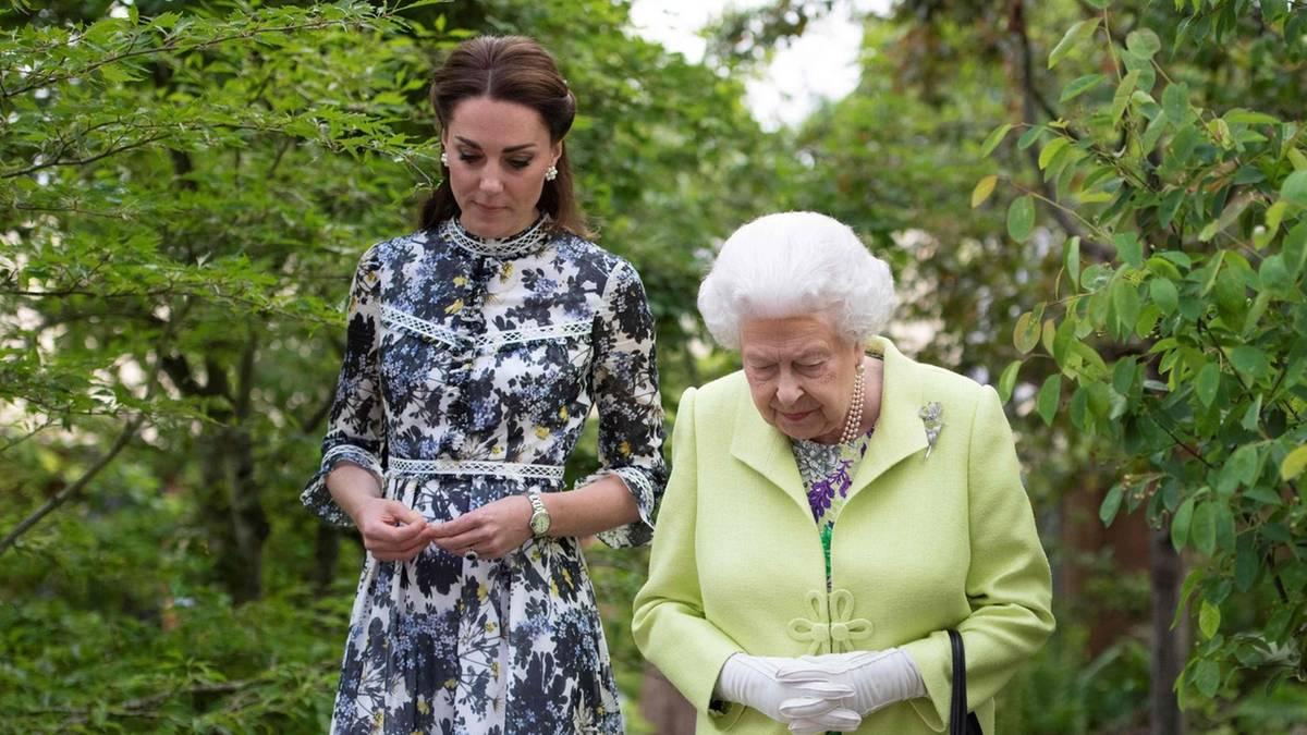 Queen Elizabeth: So macht sie Herzogin Kate für den Thron fit