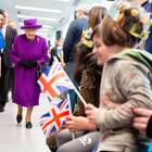Queen trifft royalen Nachwuchs