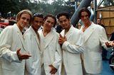Boybands: The Boyz posieren in weißen Anzügen