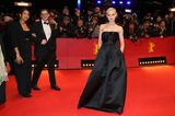 Berlinale 2020: Emilia Schüle auf dem roten Teppich