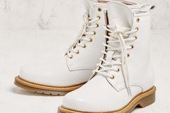 weiße Biker-Stiefel