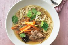 "Nudelsuppe: ""Pho Bo"" (Nudelsuppe mit Rindfleisch)"