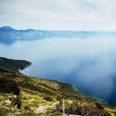 Cilento: Blick von bergiger Landschaft aufs Meer