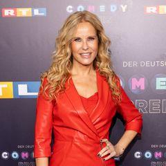 Katka Burkard im roten Kleid