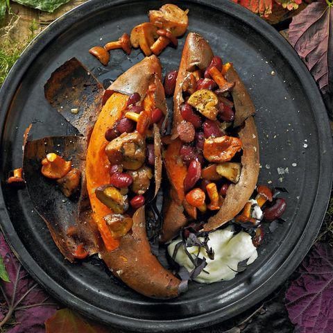 Gebackene Süßkartoffeln mit Pilzfüllung