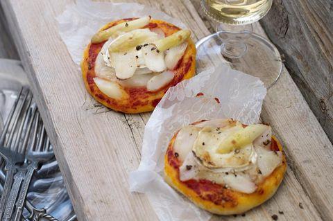 Spargelpizza mit Ziegenkäse