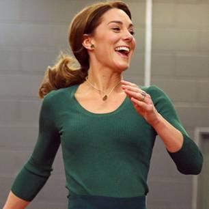 Ihre dunkelgrüne Culotte von Zara, das passende Shirt und die weißen Sneakers waren dafür auf jeden Fall bestens geeignet.