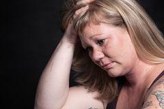 Gesichter der Depression: Frau traurig
