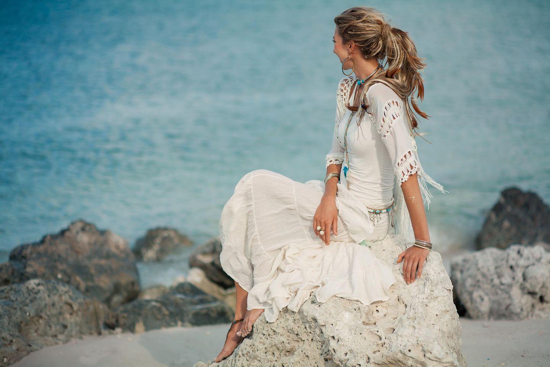 Strandfrisuren: Frau mit Pferdeschwanz