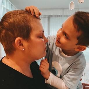 Mia de Vries und Sohn Levi