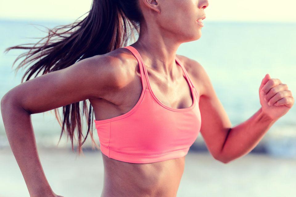 Läuferin beim Triathlon