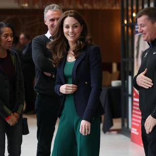 Royals, die günstige Kleidung tragen: Herzogin Kate im grünen Mango Sweater