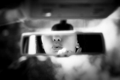 Eigene Bedürfnisse ernst nehmen - so gehts: Kussmund im Spiegel