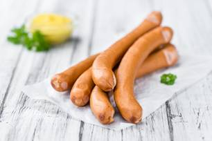 Wiener Würste auf weißer Serviette