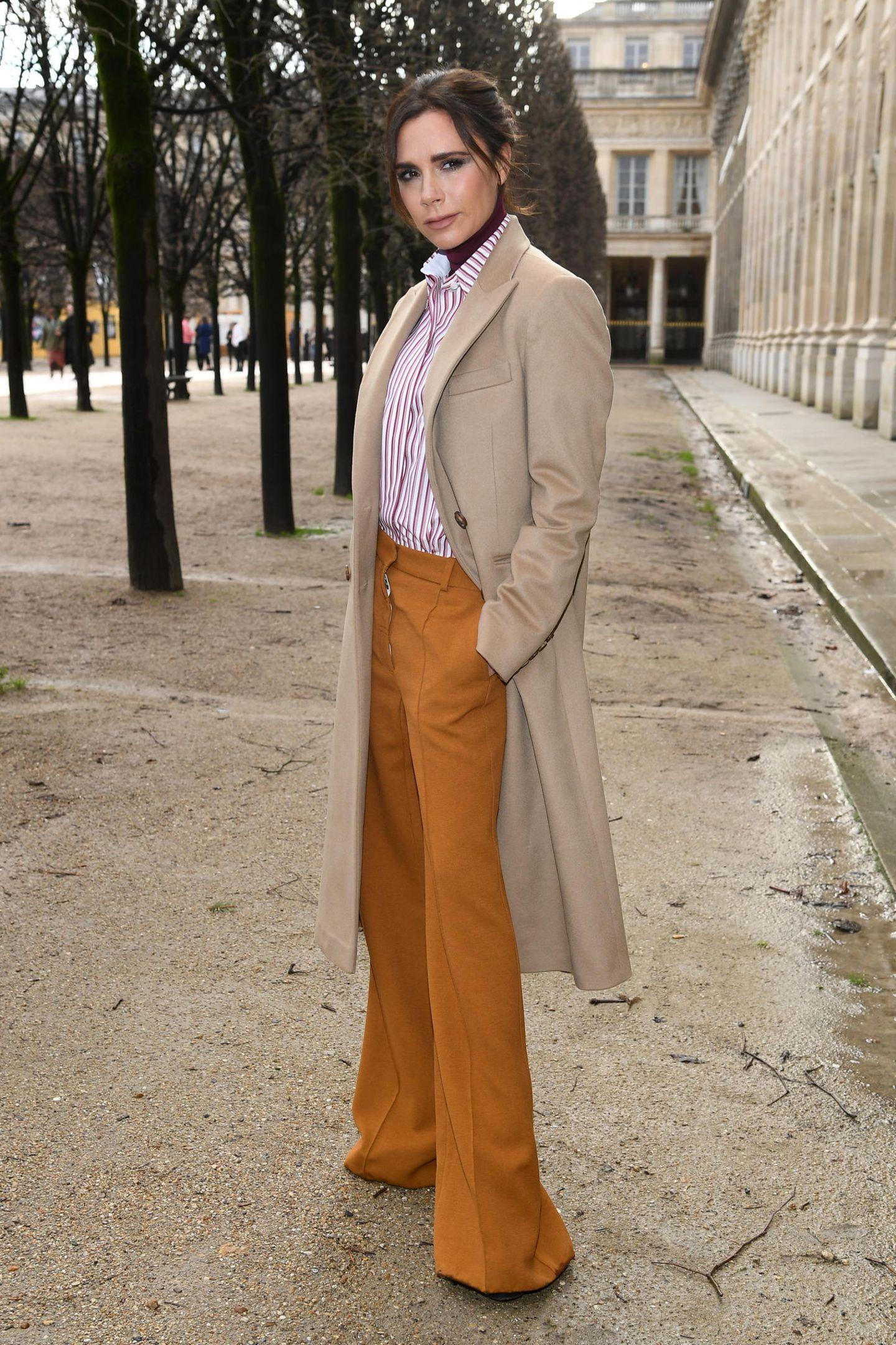 Victoria Beckham: posiert in Hosen