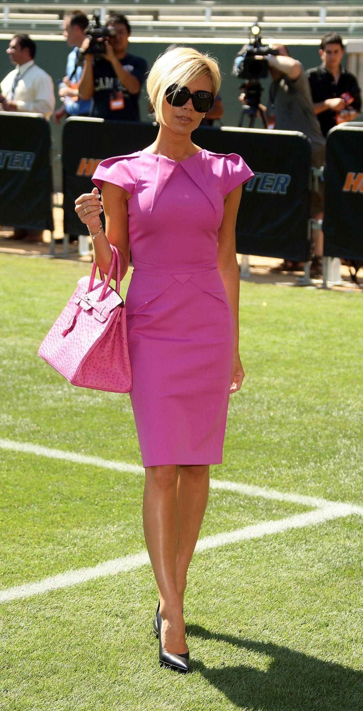 Victoria Beckham: posiert auf dem Fußballfeld