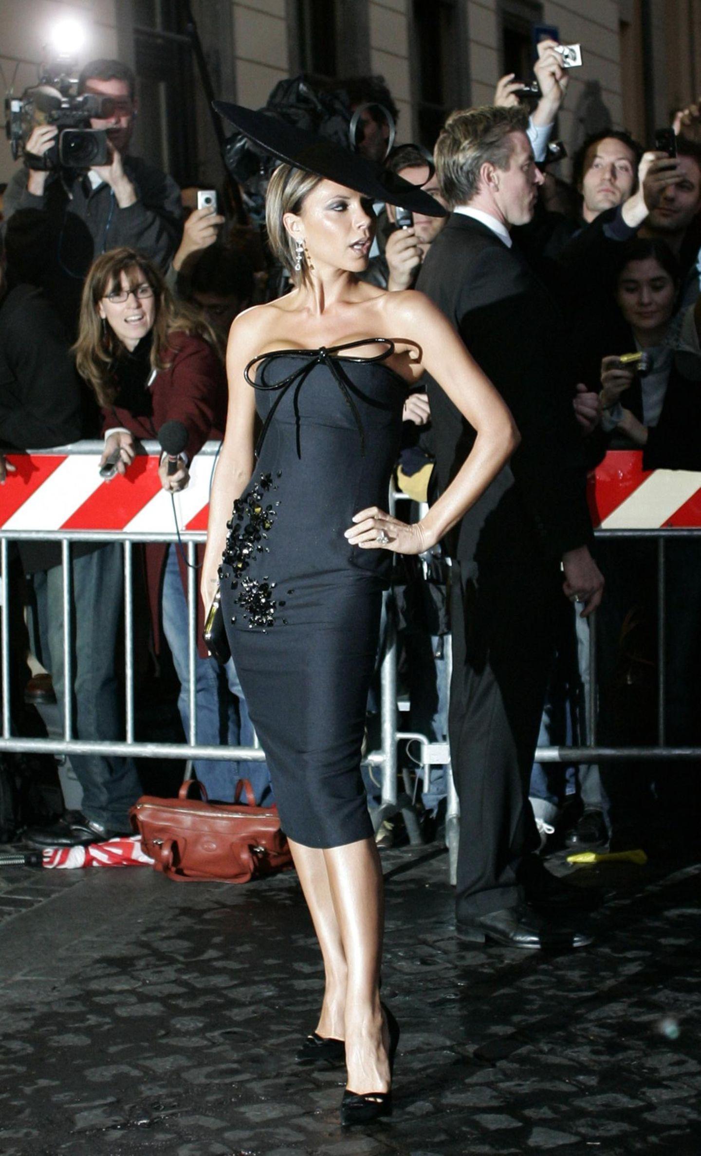 Victoria Beckham: posiert mit Hut