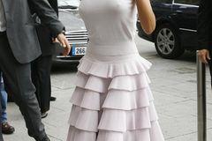 Victoria Beckham: im weißen Kleid unterwegs