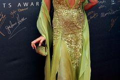 Victoria Beckham: in einem grünen Kleid