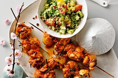 Hähnchenspieße mit Romanesco-Salat